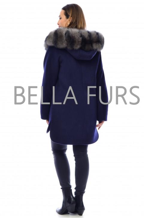 Зимнее пальто с капюшоном
