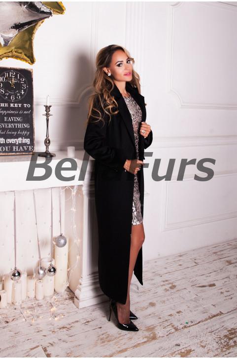Длинное чёрное пальто