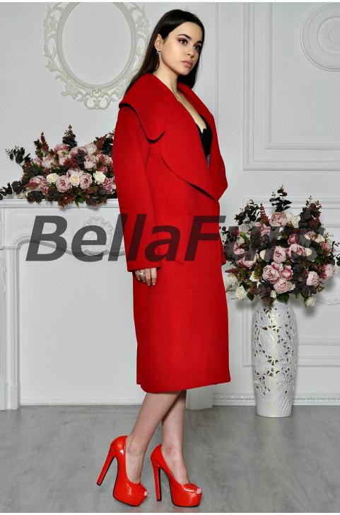 Стильное пальто из шерсти красного цвета