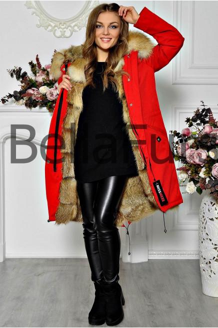 Зимнее пальто с меховым капюшоном
