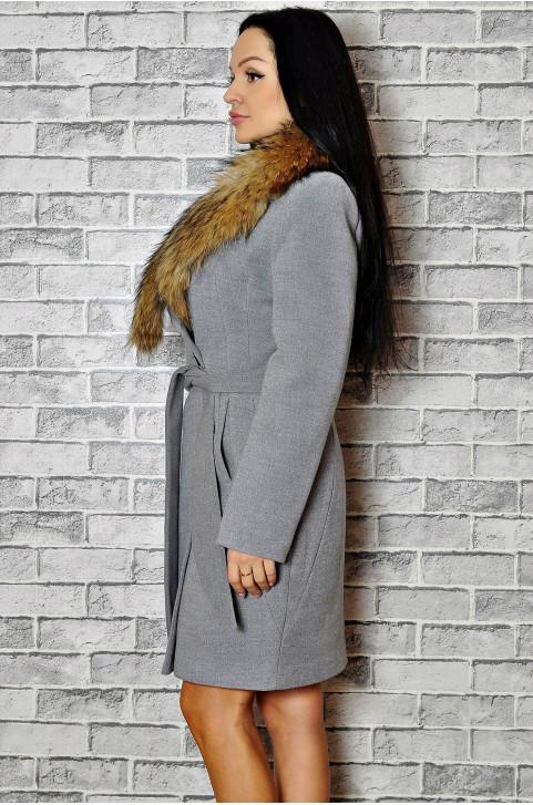 Зимнее пальто с мехом стильное