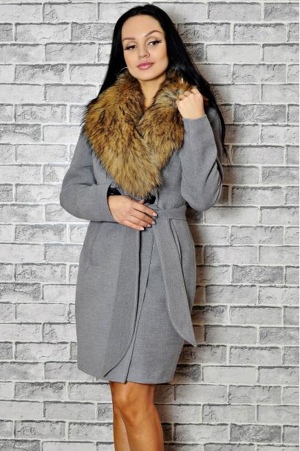 Зимнее пальто с мехом приталенное