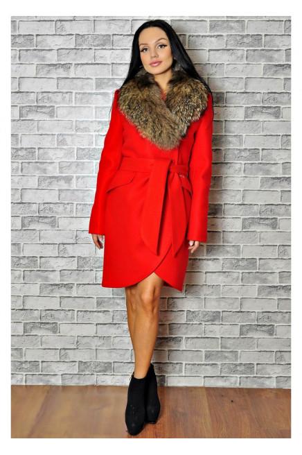 Красное зимнее пальто с мехом