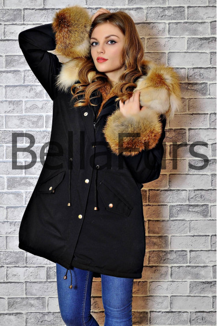 Зимнее пальто с мехом на карманах