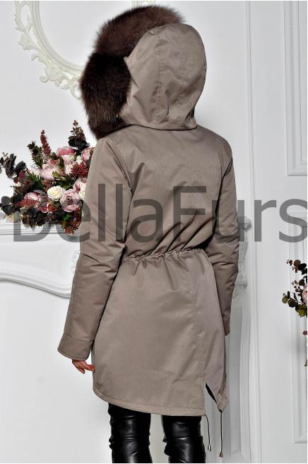 Зимнее пальто с мехом коричневое