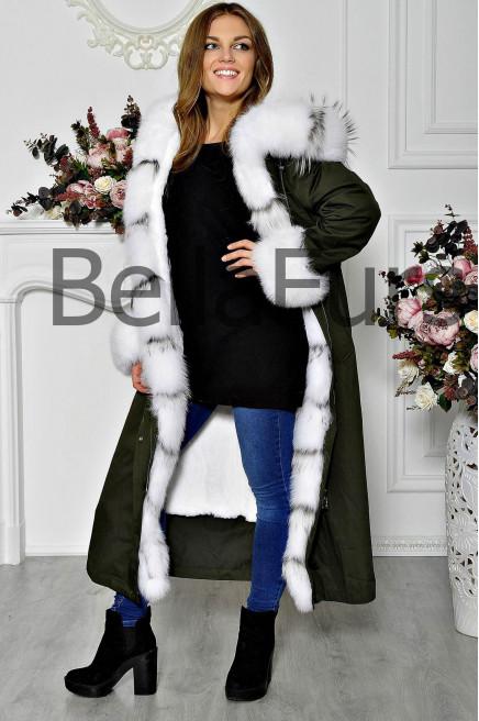 Длинное зимнее пальто с меховым воротником