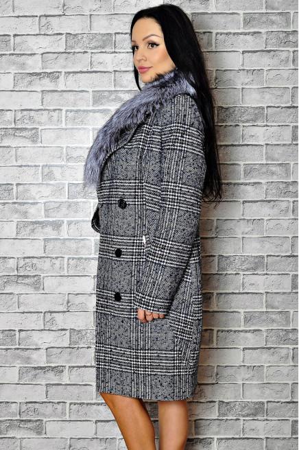 Классическое зимнее пальто с меховым воротником