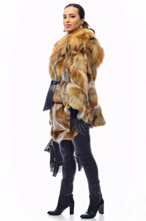 Шуба с капюшоном из меха лисы