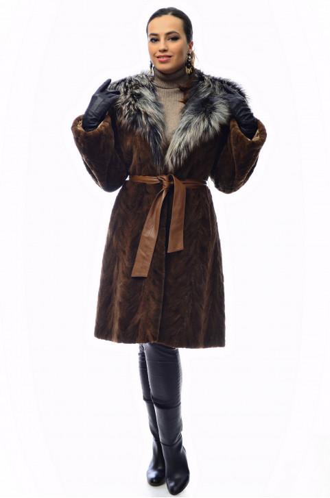 Комбинированная шуба из меха норки с капюшоном из меха лисы