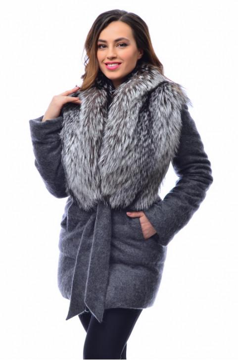Итальянское шерстяное пальто с  мехом чернобурки